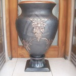 guci besar motif bunga
